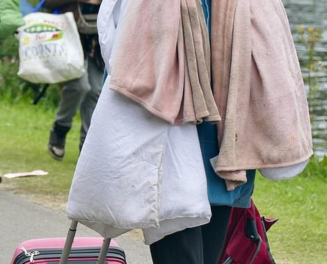 Sore heads take centre stage! Reading Festival revellers trudge home after a weekend of fun - Daily Mail